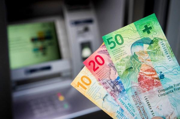 L'importance de l'argent liquide agite les élus sous la Coupole fédérale. (Photo: Keystone)