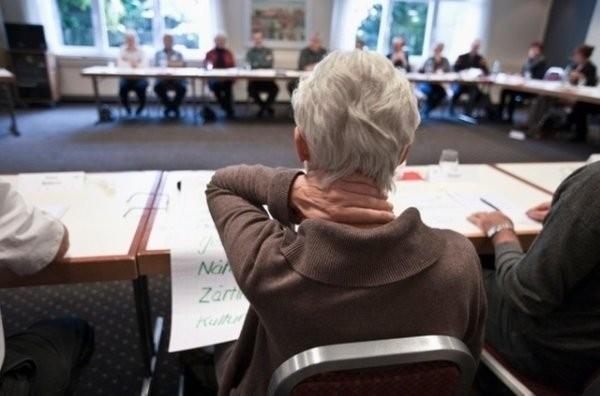Il faut que les Suisses se préoccupent plus tôt de leur retraite et commencent à épargner plus vite aussi. (Photo: Keystone)